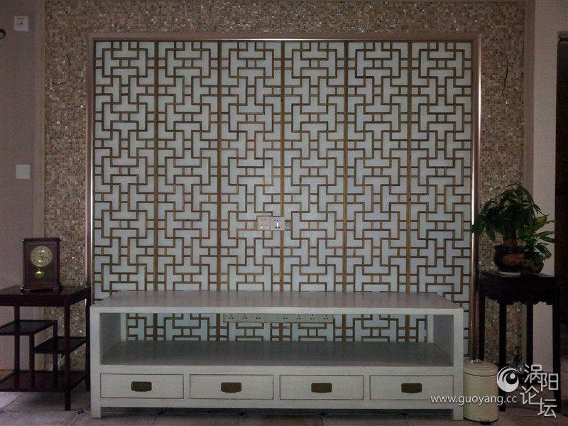 洗手间一些大理石使用材料还有用具是现代物品,主调颜色为白